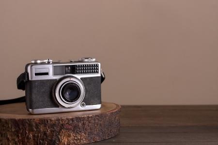 Vintage foto camera op een houten tafel
