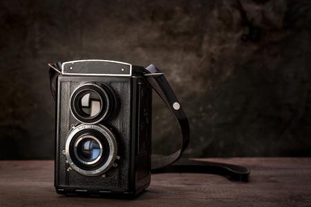 viewfinder vintage: Old vintage viewfinder camera on wooden table. Stock Photo