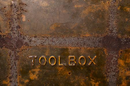 Roestige oude metalen toolbox achtergrond met textuur Stockfoto