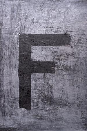Zwarte grunge alfabet plakband effect.Letter F Stockfoto