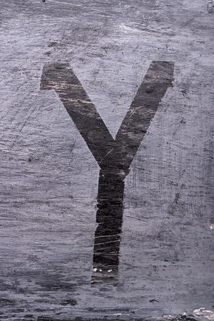 Zwarte grunge alfabet plakband effect.Letter Y