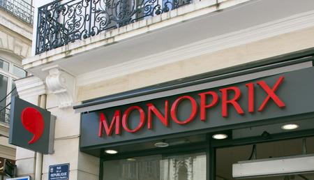 Avignon, Frankrijk-19 juni 2015: Monoprix winkel in het centrum van Avignon in Frankrijk