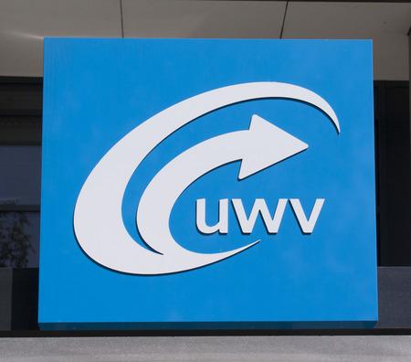 Amsterdam, Nederland-6 augustus 2015: teken van het arbeidsbureau UWV. registratie en hulp aan werkzoekenden in Amsterdam