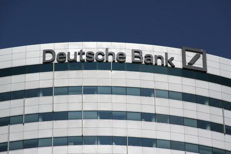 Amsterdam, Nederland-30 augustus 2015: het kantoor van de Deutsche Bank in Amsterdam Stockfoto - 45924354