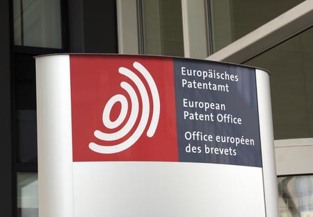 L'Aia, Paesi Bassi-8 ottobre 2015: segno di fronte l'Ufficio europeo dei brevetti