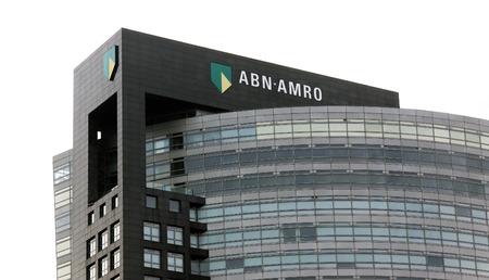 banco dinero: Amsterdam, Países Bajos-8 de noviembre de 2015: Sede de abn amro bank en amsterdam