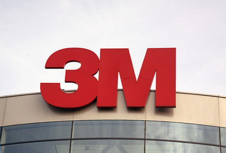 Amsterdam, Nederland-december 17, 2015: multinationale technologiegroep van 3M. 3M is het grote publiek dat vooral bekend is vanwege de Post-it® Notes en Scotch® Tapes.