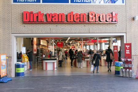 Den Haag, Nederland-28 februari 2016: Dirk van den Broek, een Nederlandse supermarktketen