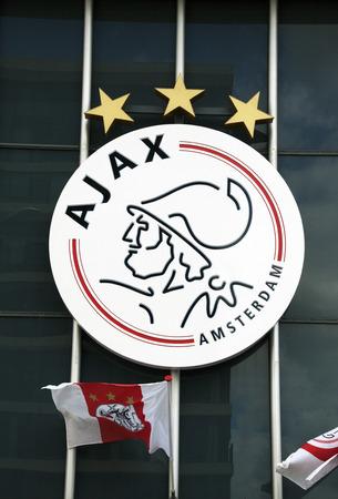 Amsterdam, Paesi Bassi-14 agosto 2016: Il logo della ajax sulla parete della Amsterdam Arena Editoriali
