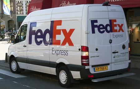 Amsterdam, Nederland-september 23, 2016: FedEx transport van Stockfoto - 63167705