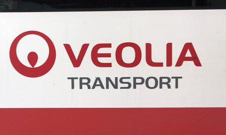 Amsterdam, Nederland-september 23, 2016: brieven Veolia Transport op een bus
