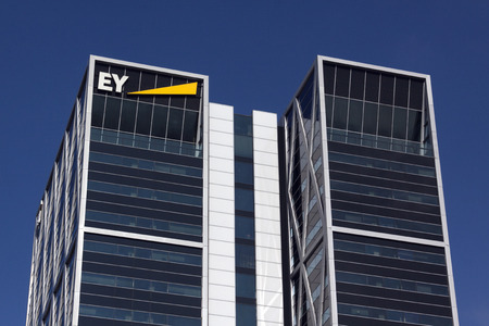 Amsterdam, Paesi Bassi-22 ottobre 2016: Ey, Ernst and Young immobile di Amsterdam Editoriali