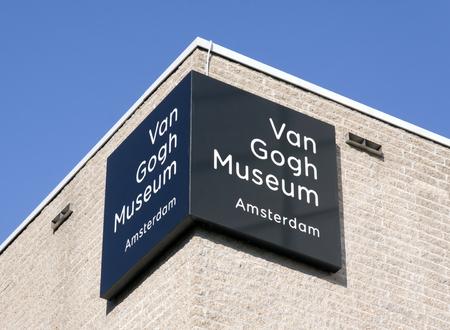 Amsterdam, Nederland-23 oktober 2016: Brieven van Gogh museum op een muur