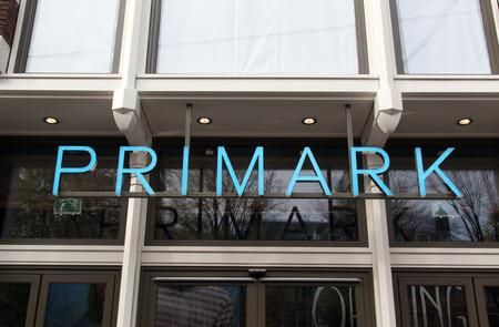 Amsterdam, Nederland-12 november 2016: Letters Primark op een winkel in Amsterdam Redactioneel