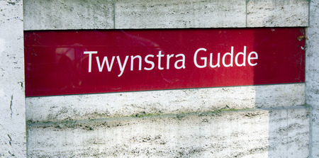Amsterdam, Nederland-januari 19, 2017: brieven Twynstra Gudde op een muur in amstersdam Redactioneel