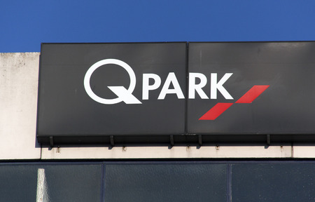 Amsterdam, Netherlands-januari 22, 2017: Letters Q Park on a parking in Amsterdam