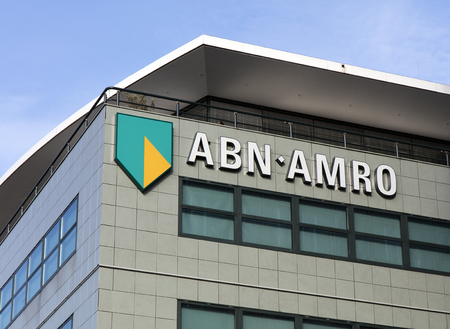 Amsterdam, Nederland-2 februari 2017: brieven ABN AMRO op een gevel in Amsterdam Redactioneel