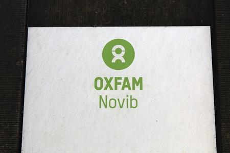 Amsterdam, Nederland-2 februari 2017: brieven Oxfam Novib op een muur in amsterdam
