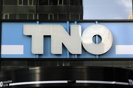 Amsterdam, Nederland-februari 2, 2017: brieven TNO op een muur in Amsterdam Redactioneel