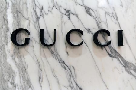Amsterdam, Nederland-19 februari 2017: Brieven Gucci op een marmeren muur