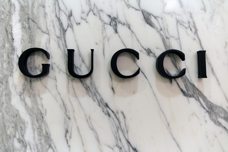 Amsterdam, Netherlands-februari 19, 2017: Letters Gucci on a marble wall Editorial