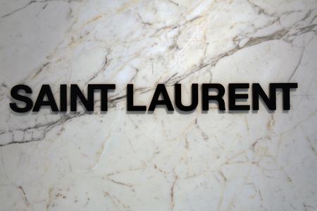 Amsterdam, 19 Nederland-Februari, 2017: brieven heilige Laurent op een marmeren muur Redactioneel