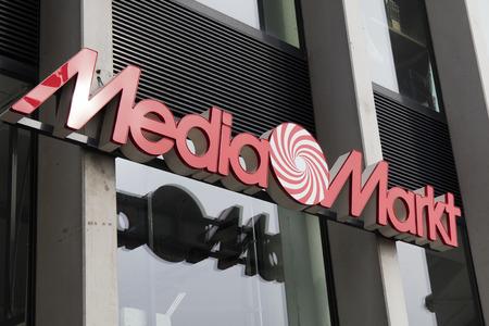 Amsterdam, Nederland-maart 11, 2017: Brieven mediamarkt op een winkel in Amsterdam