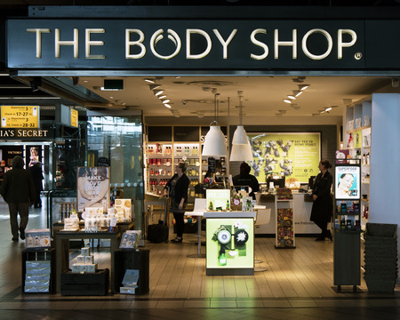 Amsterdam, Nederland-maart 15, 2017: The Body shop cosmetica-winkel in Amsterdam Stockfoto - 73986087