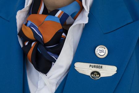 Amsterdam, Nederland-maart 15, 2017: Uniform van een KLM purser