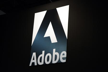 Amsterdam, Nederland 15 september 2017: Adobe logo en brieven op een zwarte muur