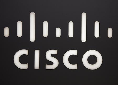 Amsterdam, Nederland - 15 september 2017: Cisco brieven op een muur in Amsterdam Redactioneel