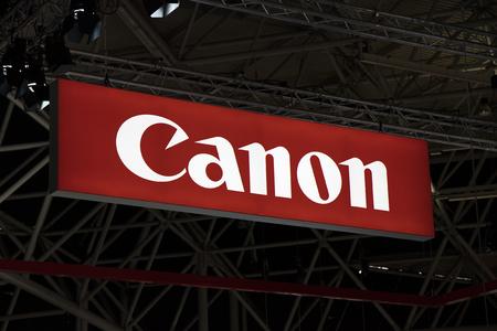 Amsterdam, Nederland 15 september 2017: Canon brieven op een display in een magazijn Redactioneel