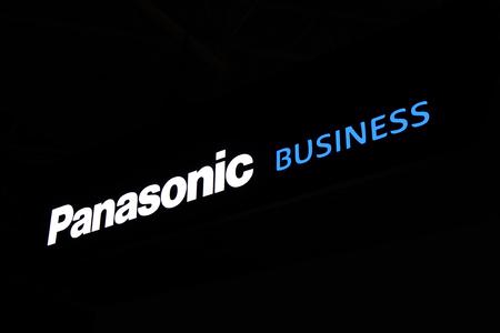 Amsterdam, Nederland - 15 september 2017: Panasonic zakelijke brieven op een zwarte muur Stockfoto - 86073531
