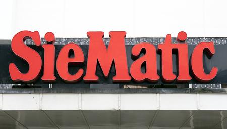 Amsterdam, Nederland-1 oktober 2017: SieMatic brieven op een muur in Amsterdam Redactioneel