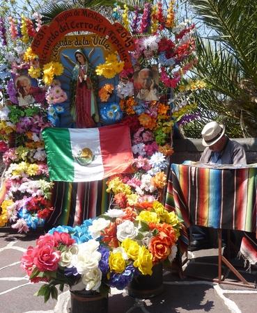 昔ながらの通りの写真家かメキシコで s スタンド
