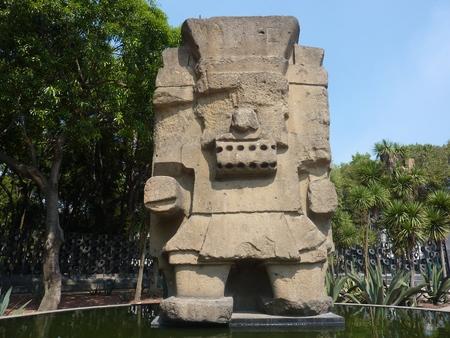 アステカ族の雨の神トラロック像