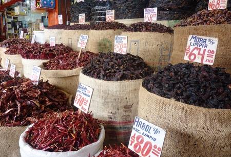 メキシコシティのラ マーセド市場の唐辛子を乾燥 写真素材