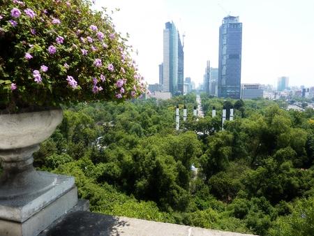 チャプルテペック パークとレフォルマ通りメキシコ市からの眺め 写真素材