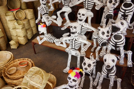 papiermache: Papier-mach skeletons for the Day of the Dead festival in Mexico Stock Photo