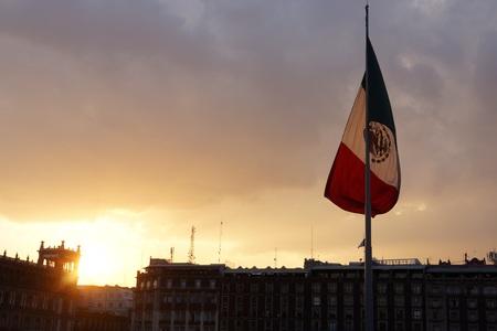 メキシコシティの Zcalo 広場にフラグ