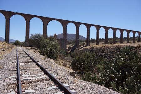 aqueduct: Padre Tembleque 16th century aqueduct in Mexico