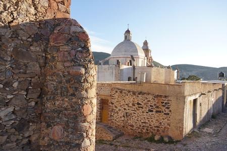 実際のデ Catorce メキシコのゴーストタウンの教会 写真素材