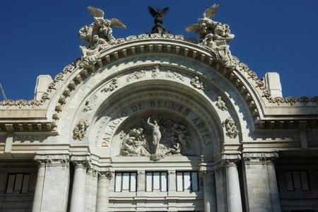 アルテス、パレス オブ ファイン アーツ メキシコの入口 報道画像