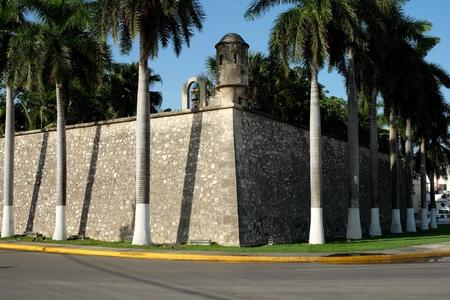 美しいサンティアゴ要塞都市カンペチェのメキシコの壁