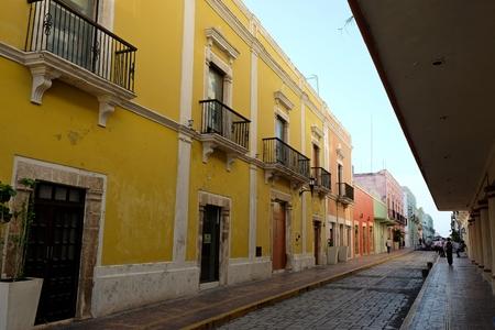 美しいのメイン ・ ストリートの壁都市カンペチェ メキシコ 報道画像