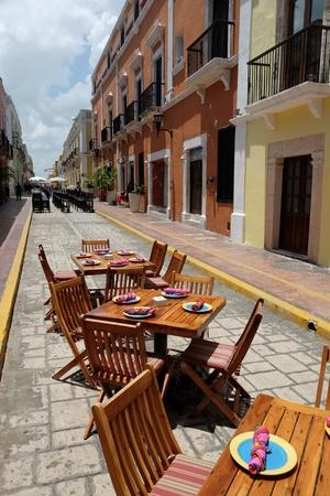 美しいメインストリートでテラス壁カンペチェ市メキシコ