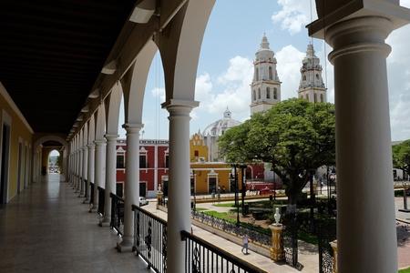 大聖堂は、サンフランシスコのダウンタウンのカンペチェ メキシコ 報道画像
