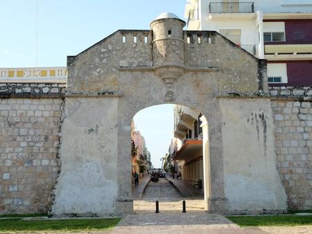 美しい入り口の門壁カンペチェ市メキシコ