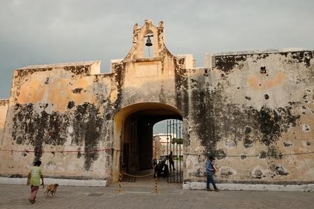 美しい海への門壁カンペチェ市メキシコ