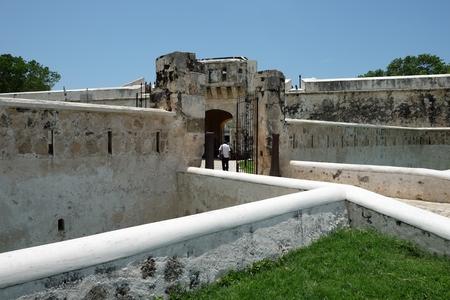 美しいサン カルロスの要塞都市カンペチェ メキシコの壁